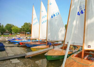 Seegelboote des Bootsverleih