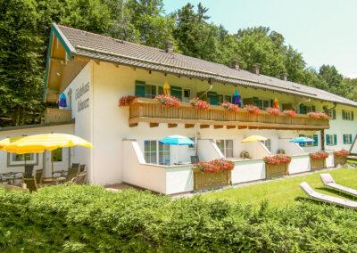Unser Gästehaus, mitten im Grünen und doch zentral gelegen.